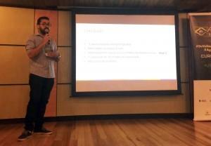 Raphael Rodrigues apresentando artigo sobre a Aplicação de um Modelo de Maturidade Ágil na empresa SoftDesign