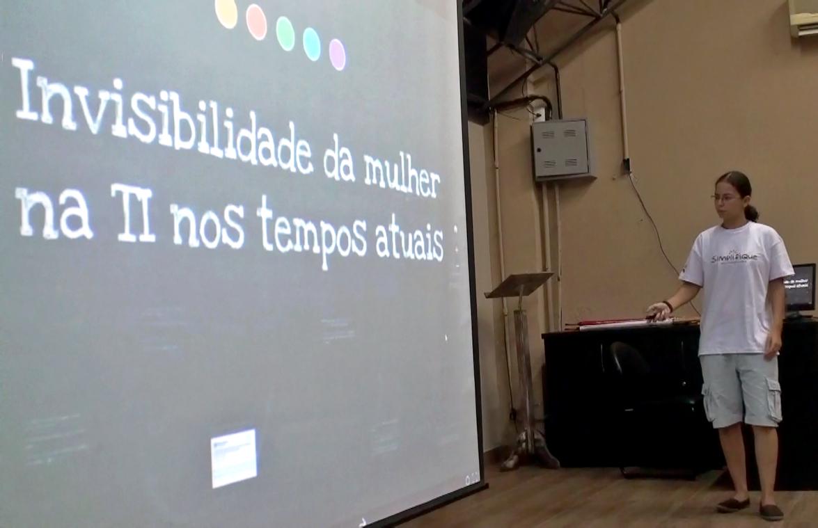 Programadora PHP da SoftDesign palestra sobre a profissional mulher na área de TI