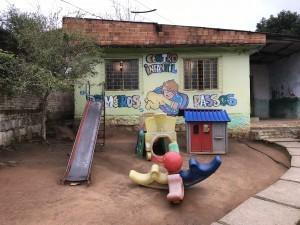 Pátio do Centro Infantil Primeiros Passos.